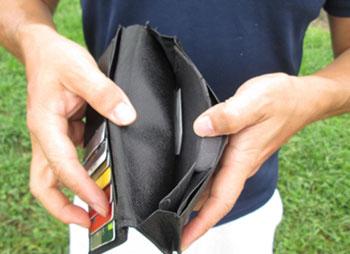 借金地獄に陥った男性の財布の中身
